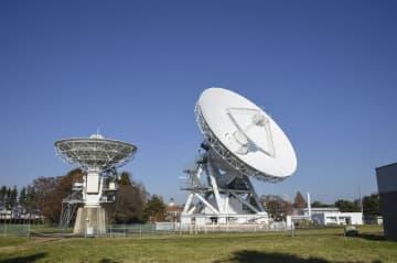 岩手県奥州市の水沢VLBI観測所(国立天文台提供)