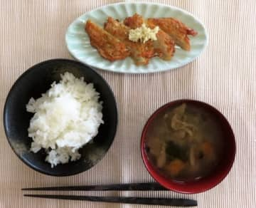 意外!年収1000万世帯の質素な暮らし「外食は100円寿司、服はユニクロのセール品」「家は築40年の家賃6万円」