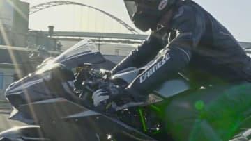 カワサキのバイク「Ninja H2」が世界最速記録を樹立!川崎重工の企業ブランドムービー「モーターサイクル篇」が公開!