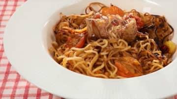ミシュランシェフ直伝!15分でできる「南イタリア風ピリ辛トマト焼きそば」