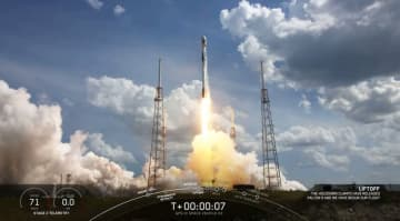 スペースX、米宇宙軍のGPS III衛星打ち上げとブースター着陸に成功