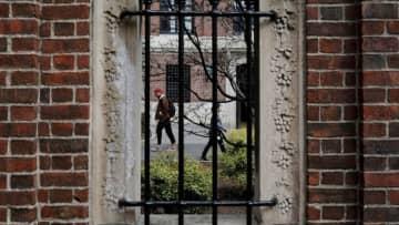 米大学への留学生、オンライン授業だけならビザ発給されず