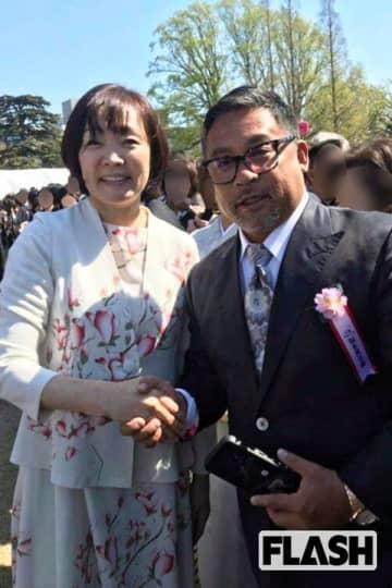 「桜を見る会」出席の半グレが逮捕…昭恵夫人との2ショット公開