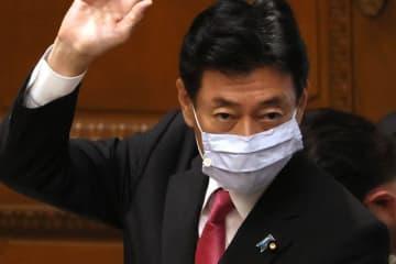 西村大臣「休業要請拒否したら罰則」が波紋「日本語おかしい」