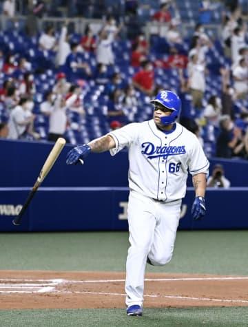 Baseball: Viciedo sayonara blast lifts Dragons past Carp