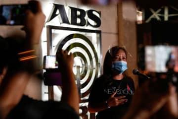 フィリピン議会、TV局の放送権更新を拒否 メディア抑圧と批判 画像