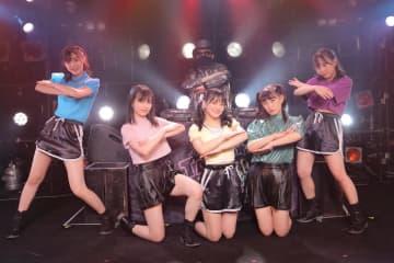 たこ虹[ライブレポート]CMJKによるリアルタイムメガミックスで新旧楽曲を多彩にパフォーマンス!