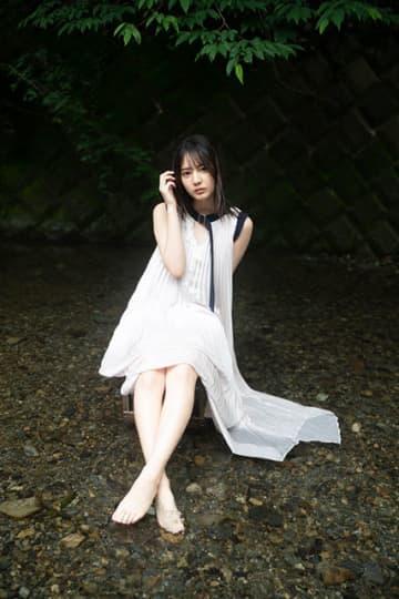 日向坂46・小坂菜緒が約2年ぶりにblt graph.の表紙に登場!
