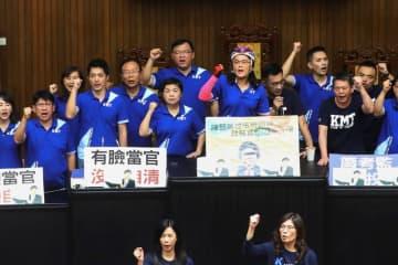 台湾野党が再び議会を占拠、監察院長の指名承認公聴会を妨害
