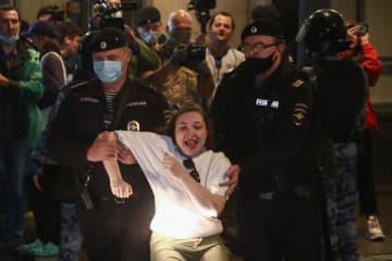 改憲抗議の140人超を拘束