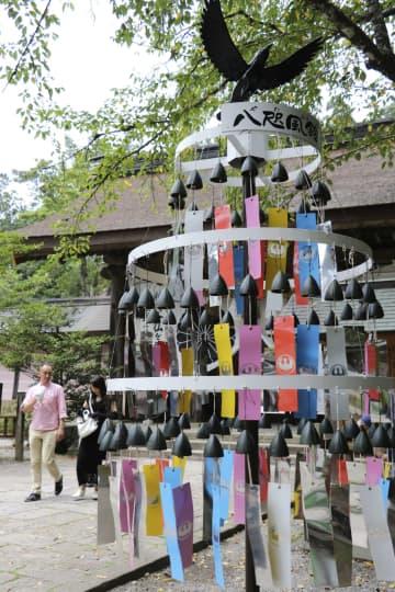 熊野本宮、八咫烏風鈴で邪気払い