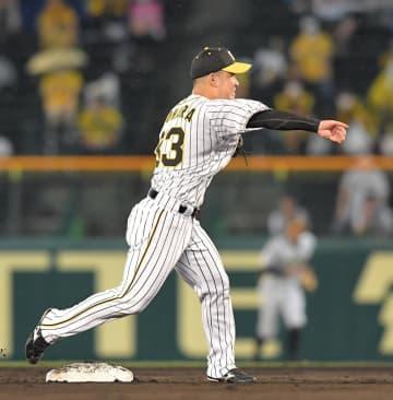 阪神・井上コーチ 右手骨折の糸原へ「煮干しいっぱい食っておけ!」