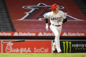 大リーグ、大谷が2号3点本塁打 筒香は代打で空振り三振 画像