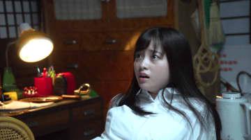 橋本環奈、声を上げて怯え…振り返ったその先には何が!?