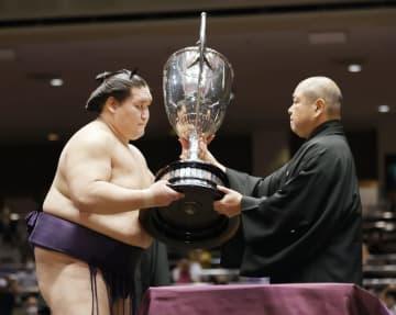 元大関照ノ富士、5年ぶりの優勝 序二段から初の幕内復帰