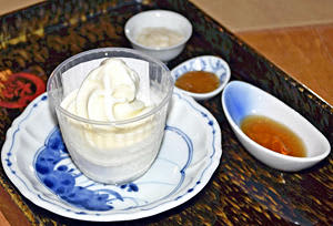 自慢の「冷やし醤油」...ソフトクリームと!グルメ二本松コラボ