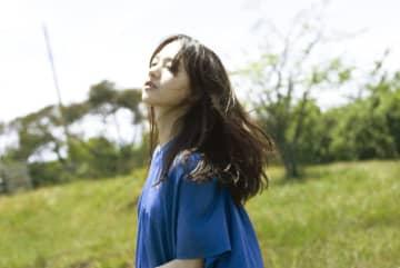 清原果耶、主演映画『宇宙でいちばんあかるい屋根』主題歌「今とあの頃の僕ら」先行配信開始!