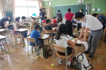 鈴鹿 「外国人家庭の児童」の学習支援 飯野小で1学期の復習 三重