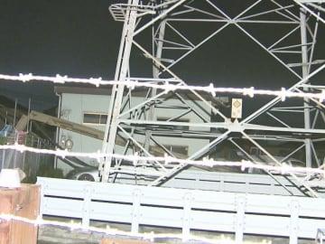 高さ約16メートルの機械が…国道の工事現場で建設機械「パイルオーガ」が転倒し車3台が破損