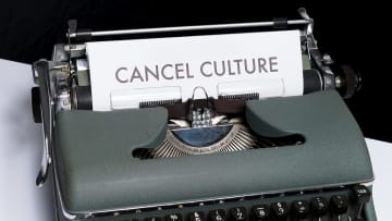 キャンセル・カルチャーは言論の自由を損なう脅威か、過剰なポリティカル・コレクトネスか