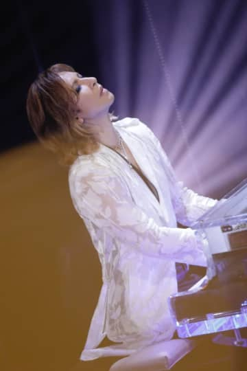 YOSHIKI、NHK「ライブ・エール」で「Forever Love」ピアノ演奏!