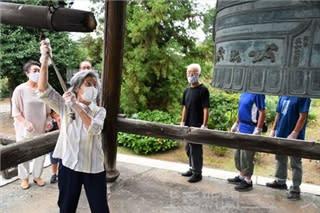 原爆投下時刻に鐘の音 核兵器廃絶と平和願う 館林・遍照寺
