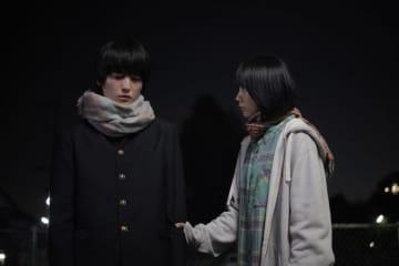 松本穂香、1人静かに涙を流す小室ぺいを見つける。映画『君が世界のはじまり』本編映像解禁