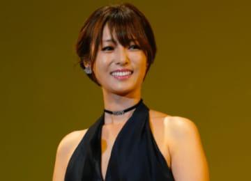 深田恭子「寂しかった〜?」禁断のキス顔を公開…ファン「女神すぎる」「深キョンの犬になりたい」