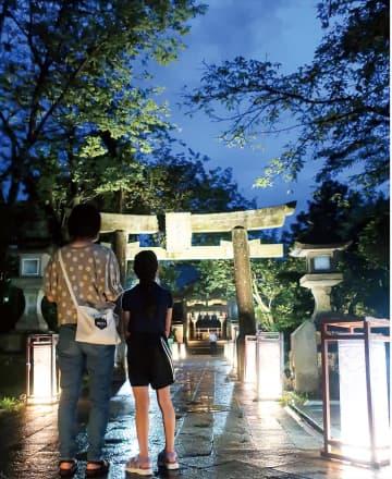 夕闇照らす 江の島灯籠 8月31日まで点灯
