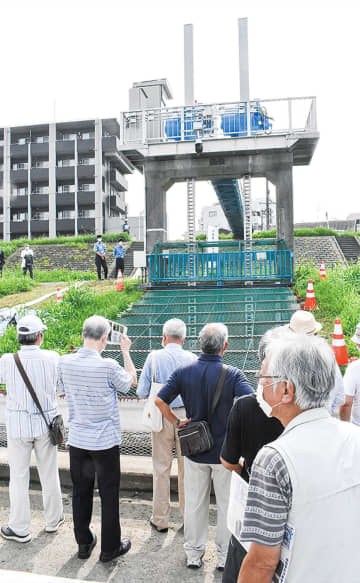 山王排水樋管 初訓練、住民に公開 市が電動化ゲート操作