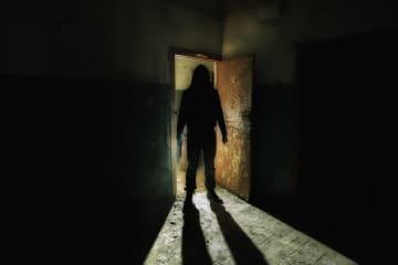【本怖】夜中3時に目覚めたら感じる視線……「遊ぼ」の声が聞こえる? - 「寿命が縮む」「泣きそう!!」の声