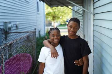 Mary Schmich: Four years after he was shot, Tavon Tanner's family is grateful for his life — and for the two detectives helping him get to high school