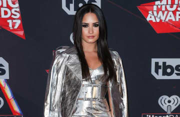 Demi Lovato teases fans with a new single from D7