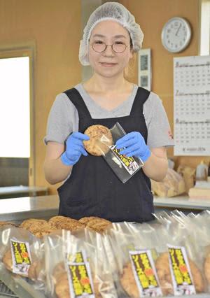 新商品「なみえ焼そばソース煎餅」販売 喜多方名物に浪江の味