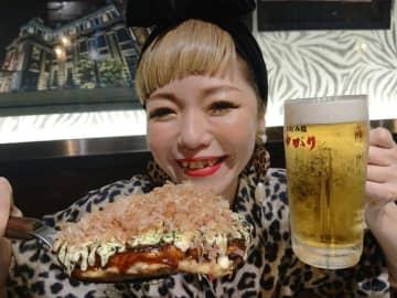 さすが大阪! ヒョウ柄のおばちゃんは割引、話題の人気お好み焼き店に全身ヒョウ柄で行ってみた