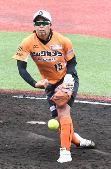 ソフト日本代表25歳が初ノーノー 完全試合含め15回達成の上野由岐子と肘タッチ