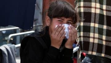 ギリシャ警察、火災で住む場所失った難民に催涙ガス 難民キャンプ新設めぐり衝突