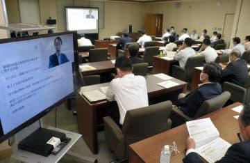 政務活動費などに関する講演があった県議ら参加の勉強会=16日午後、議事堂