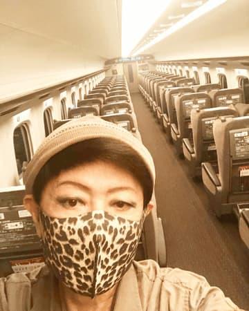 美川憲一、レオパード柄マスク姿にファン反響!