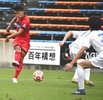 【いわきFC-大山サッカークラブ】前半29分、いわきFCのMF松本(左)が先制ゴールを決める