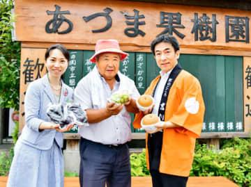 旬の果物狩りが楽しめるプランをPRする(右から)畠社長、吾妻社長、若おかみ暁子さん