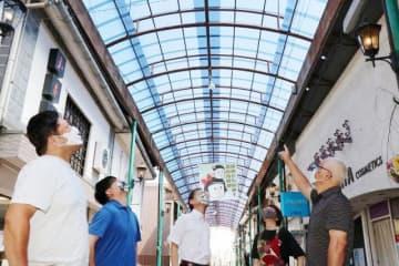 昭和40年代に設置後、初めて修繕された通町商店街のアーケード