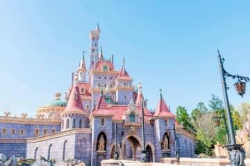 「ニューファンタジーランド」にそびえ立つ美女と野獣の城 - (C) Disney