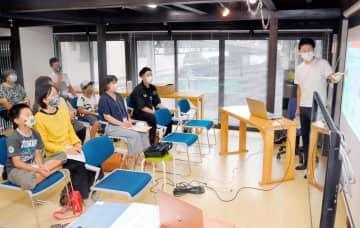 八幡浜・イベントに親子ら15人 クイズ交え「職業選択」学ぶ 好きなこと 仕事にしよう