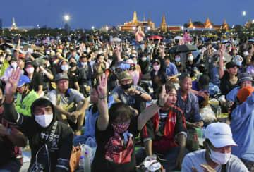 バンコクで最大規模の反政府集会 厳戒の中「権力を国民に返せ」 画像