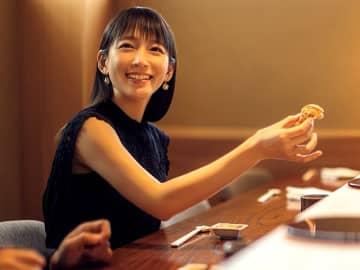 人気女優・吉岡里帆が大好物の鮨の前で見せたキュートな笑顔に悶絶した!