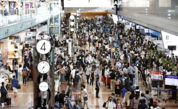主要駅や繁華街、8割で人出増 人数制限緩和、4連休初日 画像