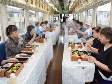 薬草列車、山の幸お届け 樽見鉄道、4カ月遅れ運行開始