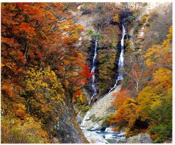 長野・秋山郷「雄川閣」河原で自ら温泉を掘って楽しむ露天からの紅葉は格別!スコップ貸し出し有 画像