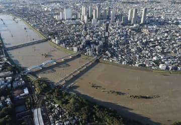 27自治体が「気候非常事態」 台風被災、温暖化へ危機感広がる 画像